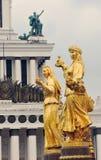 Zaludnia przyjaźni fontannę przy VDNKH parkiem w Moskwa Zdjęcie Royalty Free