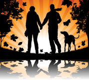 Zaludnia target867_1_ ich psa w Jesień Liść Zdjęcia Royalty Free