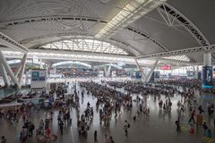 Zaludnia w Guangzhou południowej staci kolejowej w święcie państwowym porcelana Fotografia Royalty Free