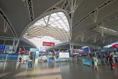 Zaludnia w Guangzhou południowej staci kolejowej w święcie państwowym porcelana Zdjęcie Royalty Free