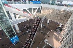 Zaludnia w Guangzhou południowej staci kolejowej w święcie państwowym porcelana Obraz Stock