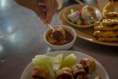 Zamacza Głęboką Smażącą kraba i kurczaka mięsną rolkę Hoi Jo w kumberlandzie zdjęcia royalty free