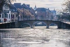 Zamarznięci kanały w Bruges, Belgia Zdjęcie Royalty Free