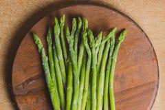 Zamarznięci kije asparagus na nieociosanym drewnianym tle szczegółowa artystyczne Eiffel rama France metalicznego poziomy Paris s Zdjęcie Stock
