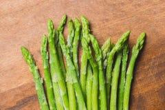 Zamarznięci kije asparagus na nieociosanym drewnianym tle szczegółowa artystyczne Eiffel rama France metalicznego poziomy Paris s Obrazy Royalty Free