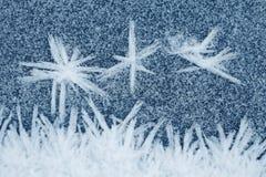 Zamarznięci lodowi kryształy na ziemi dla tło lub tekstur, zdjęcia stock