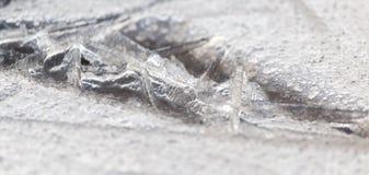 Zamarznięta kałuża na naturze w zimie zdjęcie stock