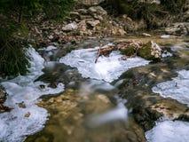 Zamarznięta rzeka z pięknym lodem fotografia royalty free