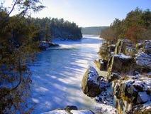 Zamarznięta St Croix rzeka przy Międzystanowym parkiem, Minnestoa fotografia stock
