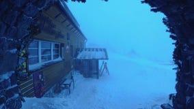 Zamarznięte góry schronienia ekstremum opad śniegu I wiatru Tatras góry Sistani zbiory wideo