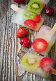 Zamarznięte jagody na kiju Obrazy Stock