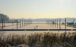 Zamarzniętego schronienie portu zmierzchu wschodu słońca zimy śniegu denny zimno Zdjęcia Royalty Free