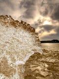 Zamarznięty błoto, kałuża błotnista woda Brown srebra lód obraz royalty free