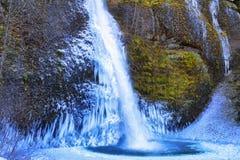 Zamarznięty Horsetail Spada w Kolumbia rzeki wąwozie Zdjęcia Royalty Free