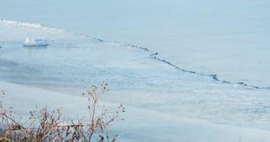 Zamarznięty jeziora i lodu zimy tło obraz royalty free
