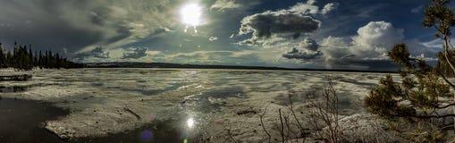 Zamarznięty jeziorny panorama widok fotografia stock