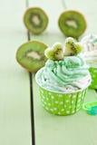Zamarznięty jogurt z świeżym kiwi Obrazy Royalty Free