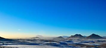 Zamarznięty krajobraz góry przy zmierzchem w Iceland obrazy stock