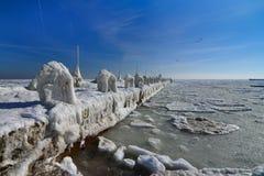 Zamarznięty lodowy oceanu wybrzeże - biegunowa zima Obraz Royalty Free