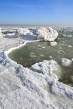Zamarznięty lodowy oceanu wybrzeże - biegunowa zima Obrazy Stock