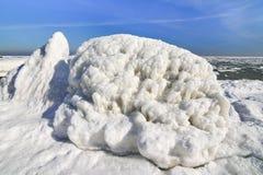 Zamarznięty lodowy oceanu wybrzeże - biegunowa zima Fotografia Stock
