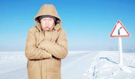 Zamarznięty mężczyzna przy pustym lodem zakrywał drogę w zima dniu Zdjęcia Royalty Free