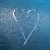 Zamarznięty miłości serce zamknięty w górę zdjęcia stock
