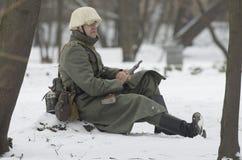 Zamarznięty niemiecki żołnierz Wehrmacht na obowiązku Fotografia Royalty Free