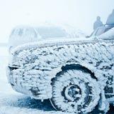 Zamarznięty samochód przy zimą Zdjęcie Royalty Free
