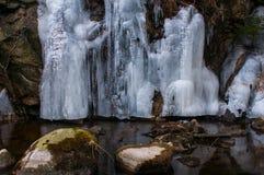 Zamarznięty siklawy zimy krajobrazu Brocken park narodowy Harz obrazy royalty free