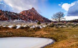 Zamarznięty staw i rewolucjonistki góra, Południowy Utah Fotografia Royalty Free