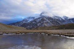 Zamarznięty strumień blisko Gangotri lodowa, Uttarakhand obraz stock