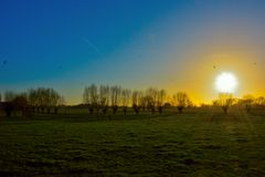 Zamarznięty zima krajobraz, piękny zmierzch Fotografia Stock