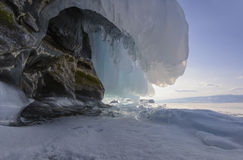 Zamarznięta fala na skale Jeziorny Baikal Obrazy Royalty Free