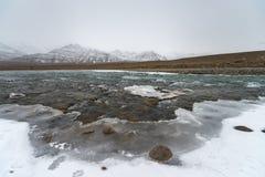 Zamarznięta jeziorna góra Obraz Stock