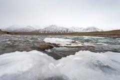 Zamarznięta jeziorna góra Zdjęcie Royalty Free