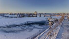 Zamarznięta rzeka z Brigde w UmeÃ¥, Szwecja Obrazy Royalty Free