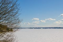 Zamarznięta Volga rzeka zdjęcia royalty free