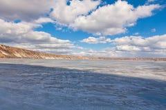 Zamarznięty jezioro i chmury Zdjęcie Royalty Free