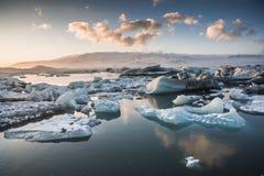 Zamarznięty jezioro w zimie, góry lodowa laguna, Iceland obrazy stock