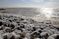 Zamarznięty molo w Afsluitdijk Zdjęcia Royalty Free