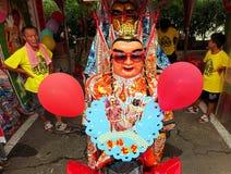 Zamaskowany tancerz przy Świątynnym karnawałem w Tajwan obraz royalty free