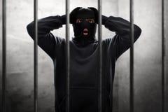 Zamaskowany złodzieja oklepiec w więzieniu obrazy royalty free