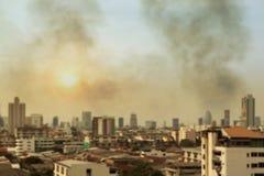 Zamazana miasto smogu zanieczyszczenia atmosfera, plamy niebo chmury zanieczyszczenie powietrza, i miasto dla tła, atmosfery zani Zdjęcia Stock