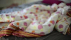 Zamazana scena w pokoju z łóżkiem, abstrakt zbiory wideo