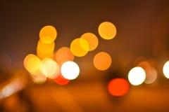 Zamazani światła ruchu w nocy obraz stock