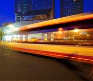 zamazani autobusowi wysocy lekkiej prędkości ślada Zdjęcia Stock