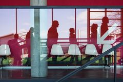 zamazani biznesowi eskalatoru ruchu ludzie target1102_1_ obraz royalty free