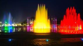 Zamazany fontanny przedstawienie z oświetleniem przy Dadaepo w Busan, obraz stock