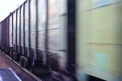 Zamazany frachtowy kolejowy samochód obraz stock
